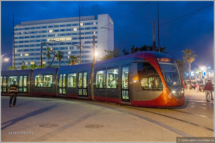 Опять современный трамвай.