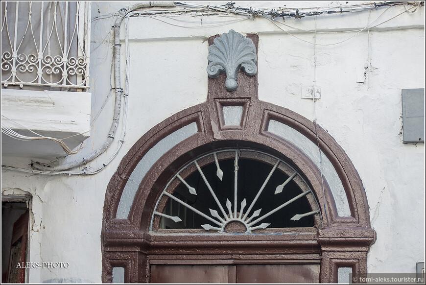 Это - к теме дверей. Хотя стиль не марокканский, но все равно необычно...