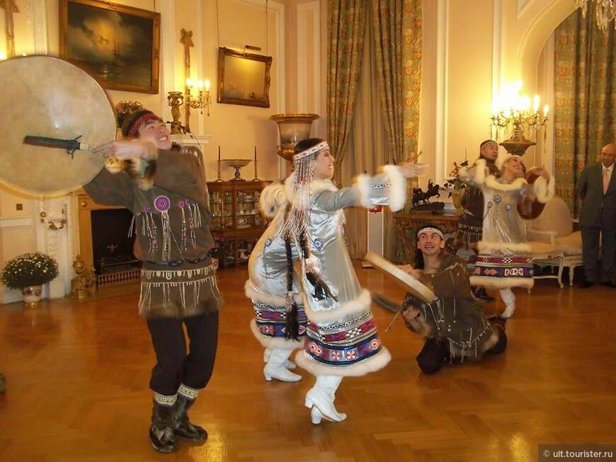 прием в посольстве. были этнические танцевальные коллективы. очень колоритно
