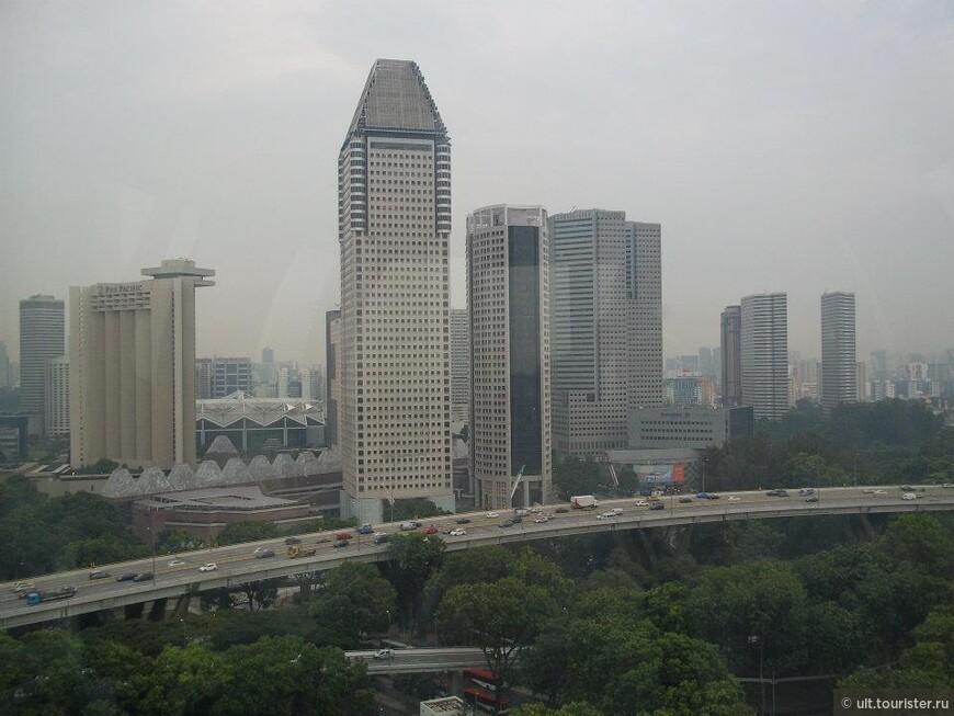 вид на город с сингапурского колеса обозрения