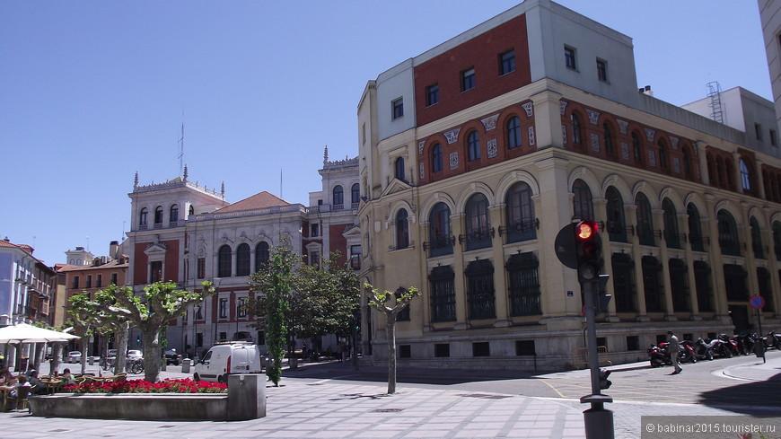 Plaza Rinconada (Угловая площадь). В отличии от Пласа Майор, эта площадь более уютная и какая-то домашняя.