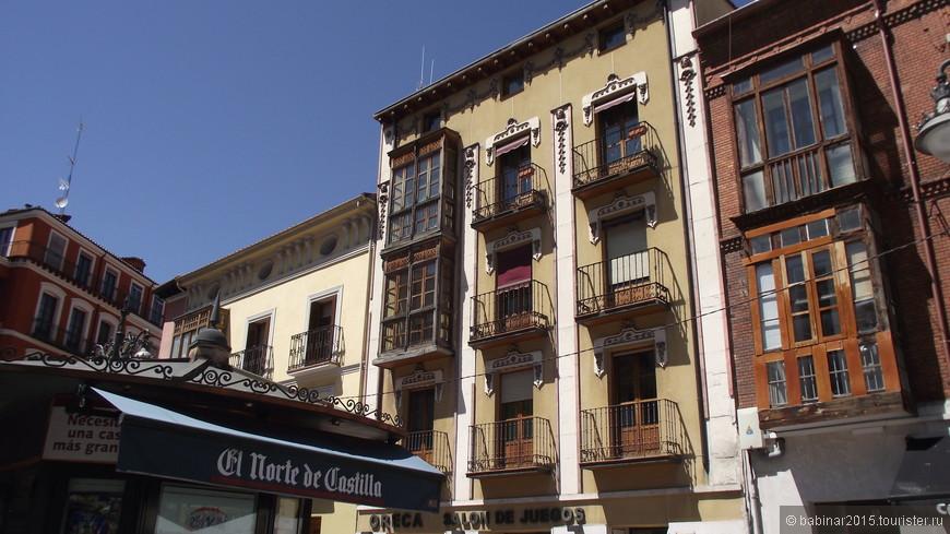 Plaza del Corrillo - по пути от Пласа Майор к другим достопримечательностям города. Есть все таки  в Вальядолиде островки старой Испании. Это один из них.
