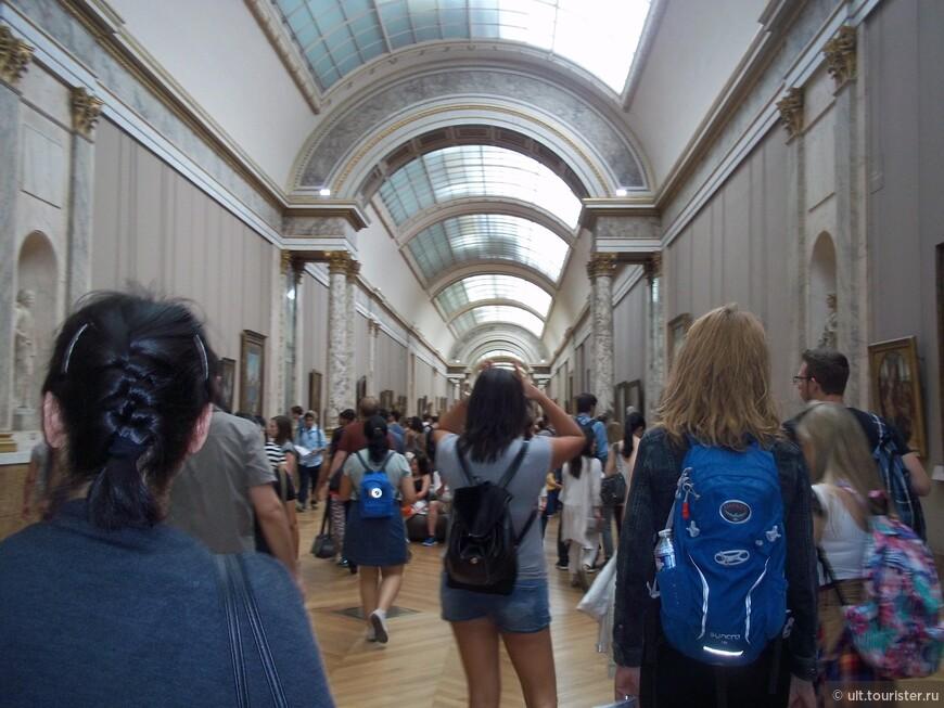 в этом коридоре короли когда-то устраивали охоту, выпуская жертвы вперед, а сами гоняли верхом