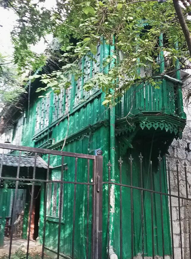 Эта деревянная пристройка с балкончиком создаёт иллюзию, что вы в старом квартале Стамбула.