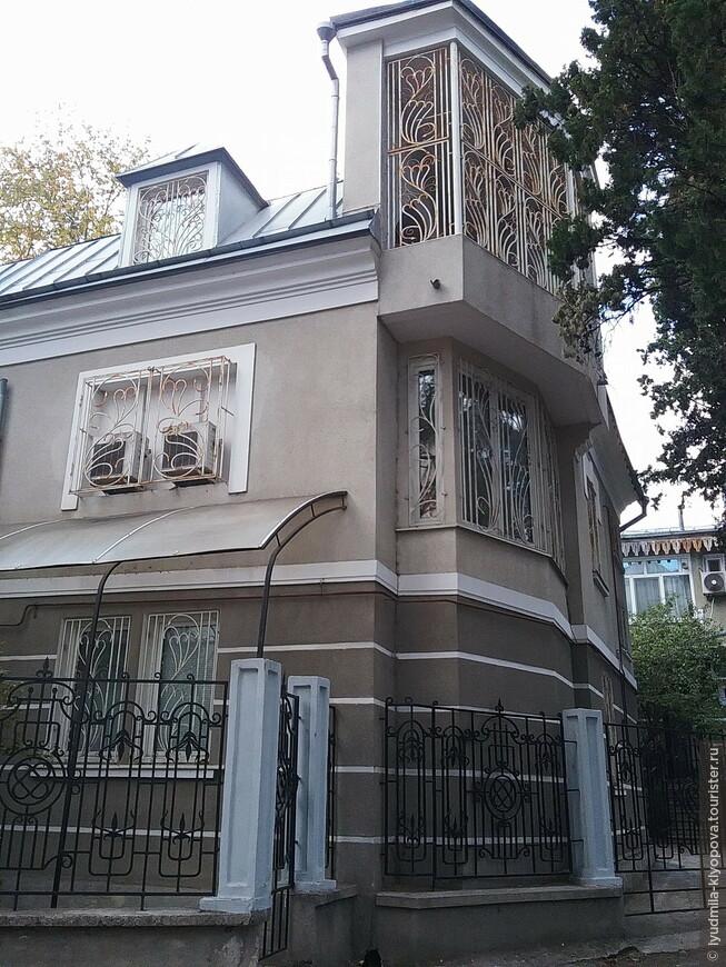 Иногда бывает трудно различить новую постройку и хорошо отреставрированную старую. В любом случае стиль не нарушен.
