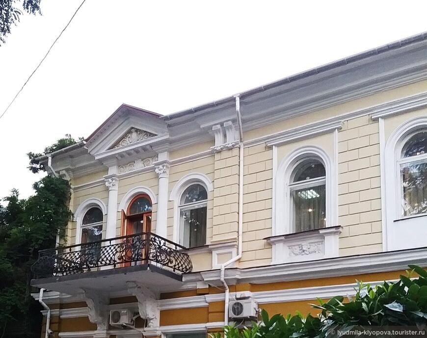 В таких особняках обычно располагаются отели, санатории и общественные организации.