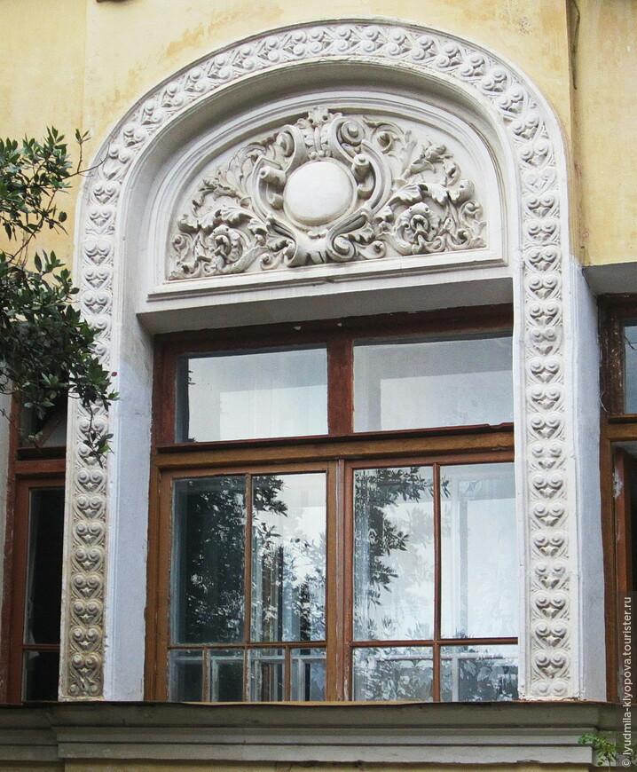 Окно оформлено великолепно!
