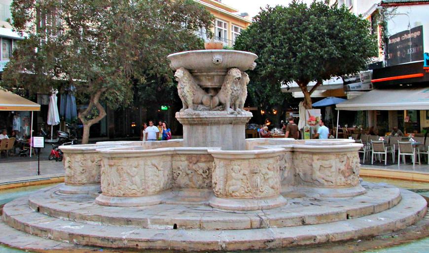 """Фонтан """"Морозини"""" был открыт в 1628 г.  Носит имя дожа Франческо Морозини, при котором  был построен водопровод, и в город со склонов Юхты стала поступать вода."""
