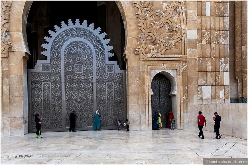 В комплекс мечети входит кроме фонтанов еще баня - хамам. В общем, полный набор услуг, чтобы очистить тело и душу...