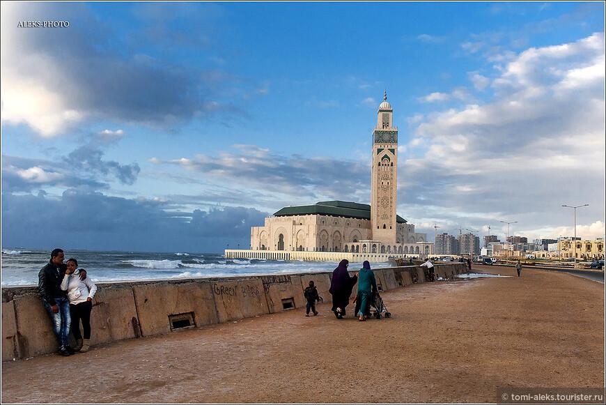Многие рассматривают этот город, как место отдыха на пляжах. Они тут, действительно есть. Но с большими волнами, как и в Гоа. А это - на любителя...
