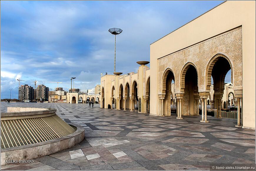 """Вот о чем повествует на Википедия о периоде его правления: """"Доход населения в Марокко был менее 10 долларов на человека в месяц, более половины была полностью неграмотной, а пятая часть безработной. При этом сам Хасан II считался одним из наиболее богатых людей планеты и его состояние исчислялось миллиардами долларов США ..."""""""
