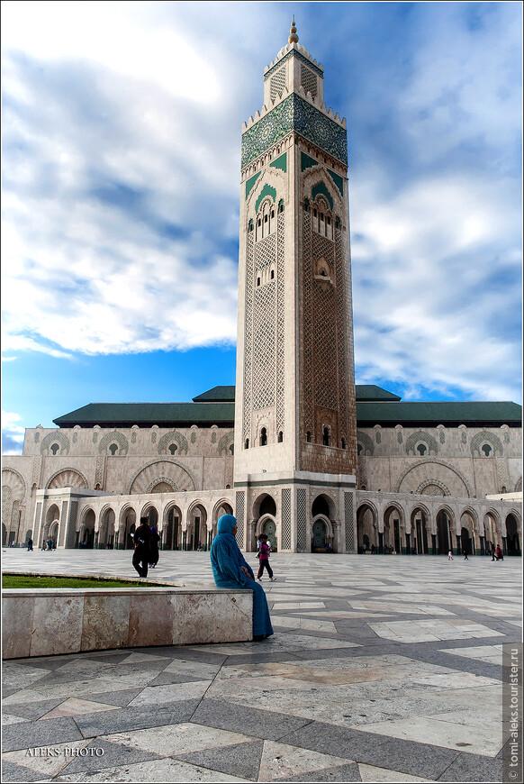 Поистине, полон загадок этот мир. Значит, почти миллиард долларов, потраченных на возведение мечети - это по королевским меркам цифра совсем не большая. Впрочем, не буду делать никаких выводов. Делайте их сами.