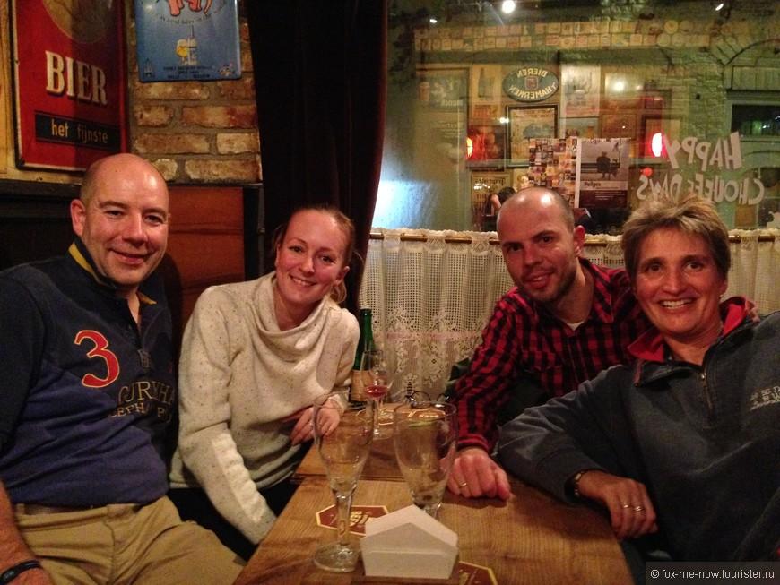 Любовь к пиву и ограниченное количество посадочных мест в Brugs Beertje способствуют завязыванию непринужденной беседы. Обсудили перспективы развития международных отношений и смешные случаи из путешествий с парой из Англии))