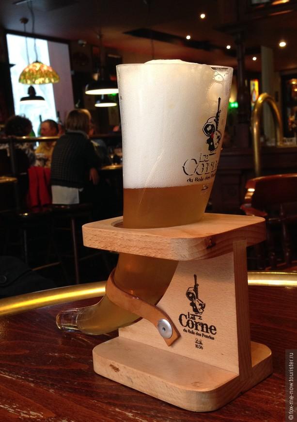 В Бельгии более 300 сортов пива. Для каждого сорта пива (ну или почти для каждого) - свой бокал, порой весьма причудливой формы. Поэтому употребление пива здесь это всегда интрига, и по вкусу и по подаче. К сожалению за три дня в Бельгии полное исследование ассортимента провести не удалось, придется возвращаться))