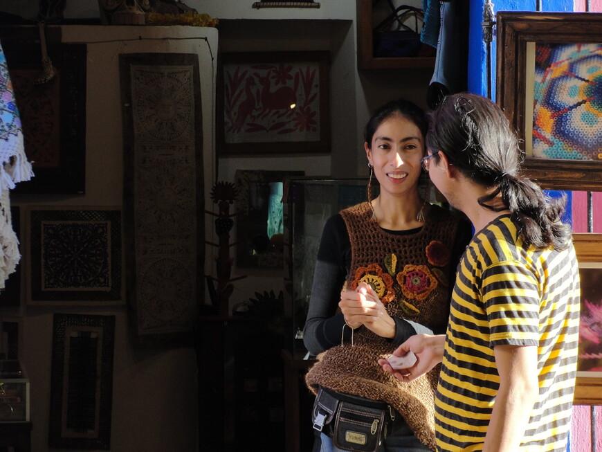 Продавцы сувениров в переулке Лос Запос.
