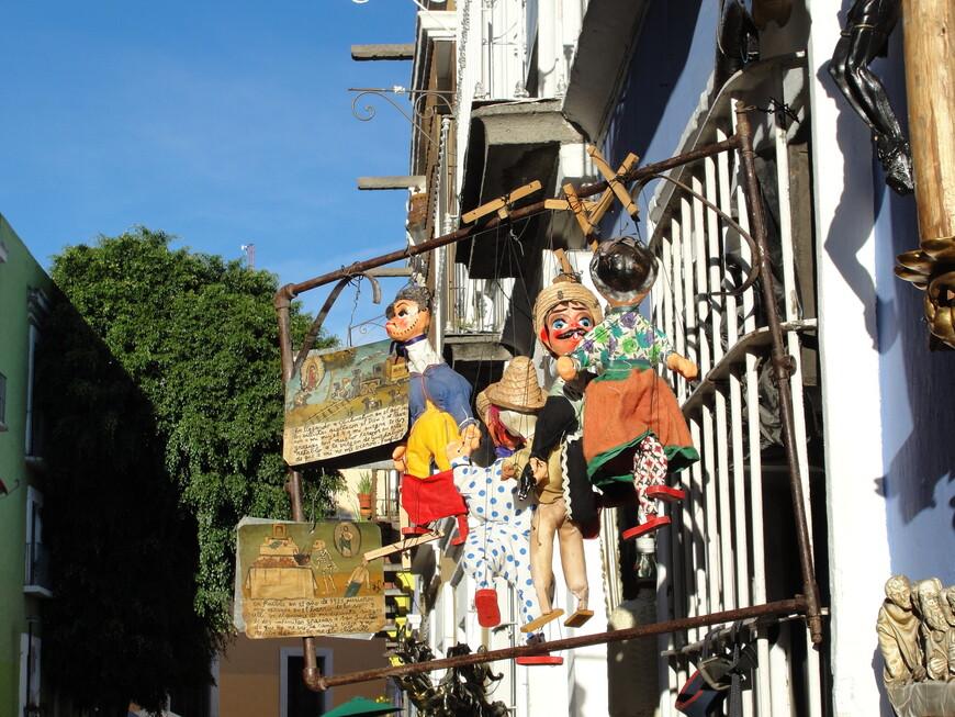 Самая красивая улочка Пуэблы - переулок Лос Запос.