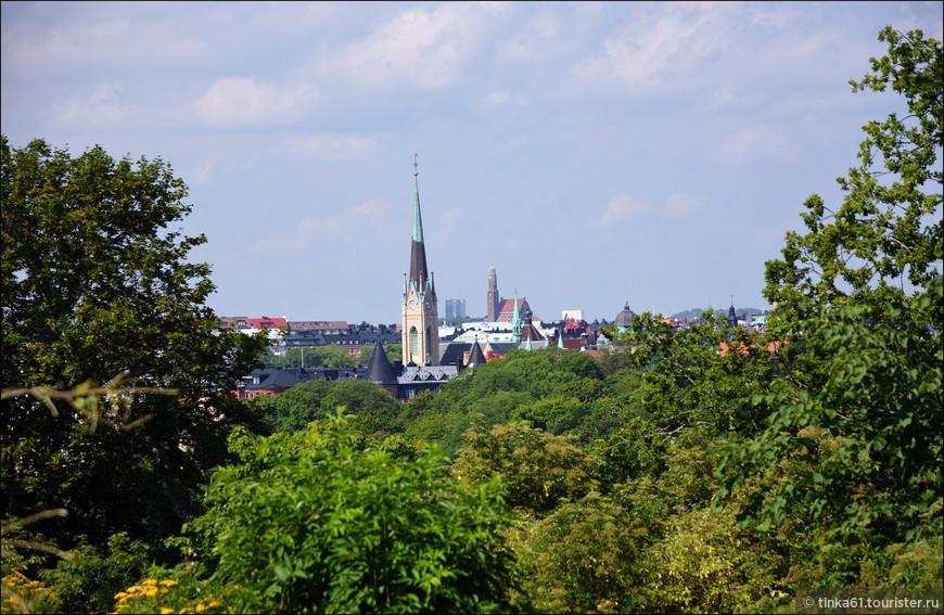 Вид на церковь Святого Оскара в Эстермальме с холмов Скансена.