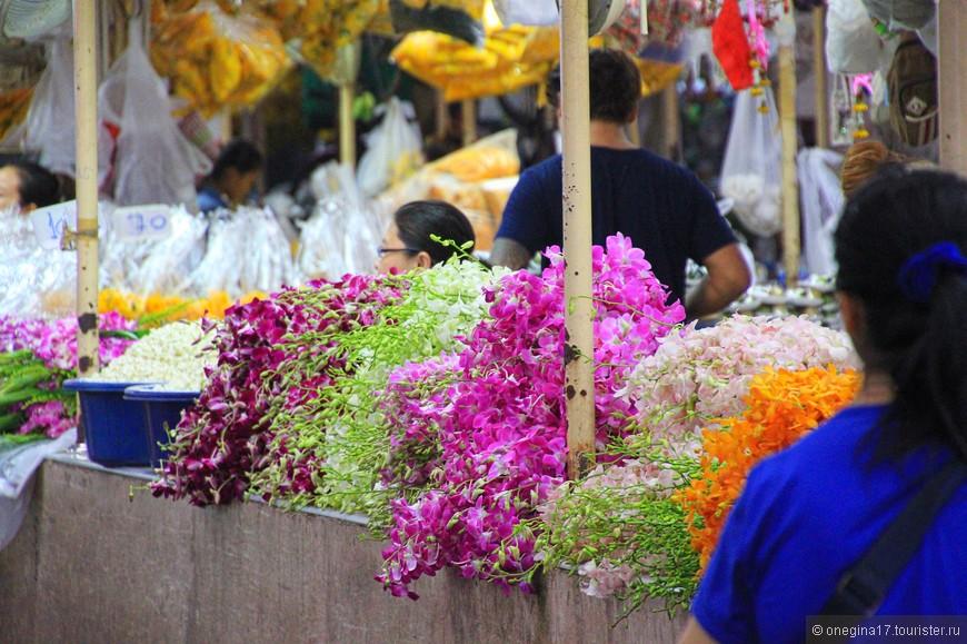 Обилие орхидей, какого нигде не увидишь. Ради этого зрелища нужно завернуть на цветочный рынок!