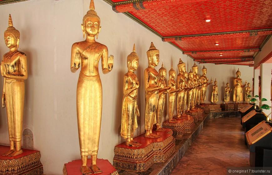 400 Будд, все в разных позах, каждый отвечает за свое. Потолок украшен золотом вручную, спросила, поразившись аккуратности и масштабу работы.