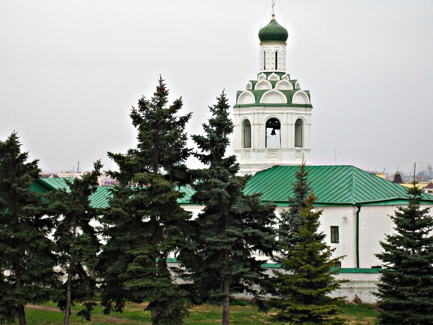 По дороге в Кремль. Колокольня Иоанно-Предтеченского монастыря
