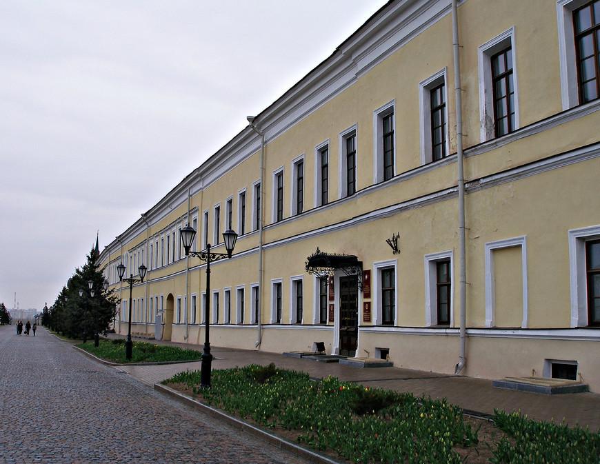 Кремль. Бывшее здание губернского правления - присутственные места.
