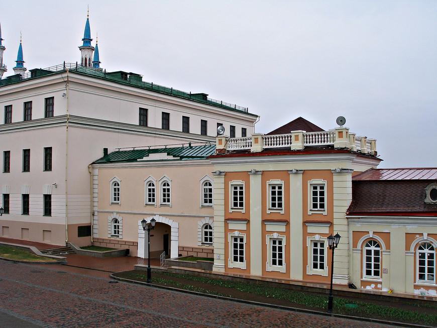 Кремль. Проходим мимо комплекса Пушечного двора.