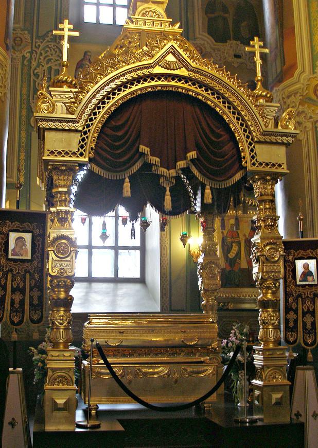 Благовещенский собор. Рака с частью мощей святого Гурия, архиепископа Казанского.