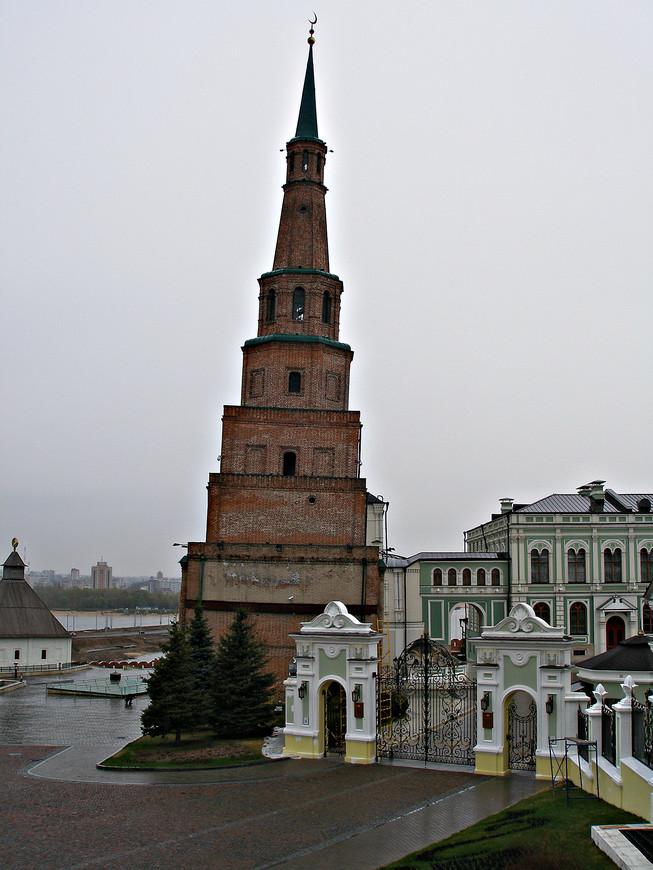 Кремль. Падающая башня Сююмбике.