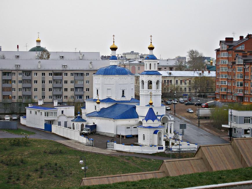 Вид с кремлевского холма. Церковь Рождества Пресвятой Богородицы.