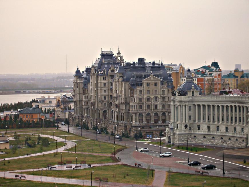 Вид с Кремлевского холма. Жилой дом на Федосеевской улице.