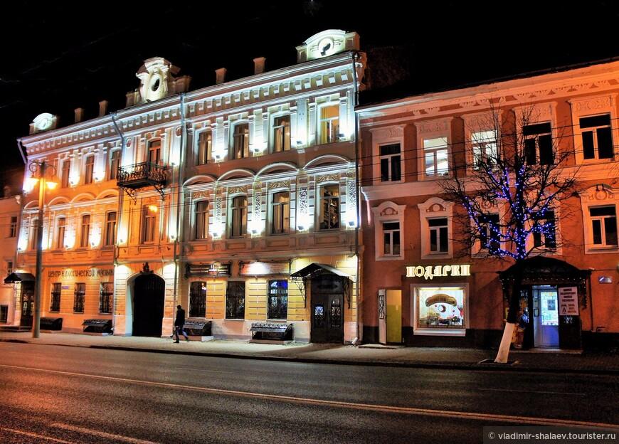 Дом купца Куликова - памятник архитектуры и градостроительства XIX века, одно из красивейших зданий Владимира. В начале XX века он был преобразован в Центр классической музыки.