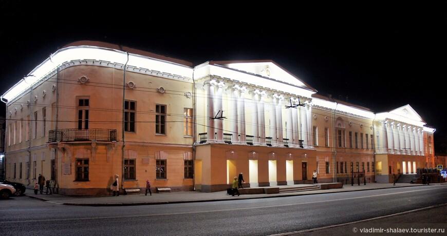 Здание Владимирской губернской мужской гимназии построено в 1841 году.