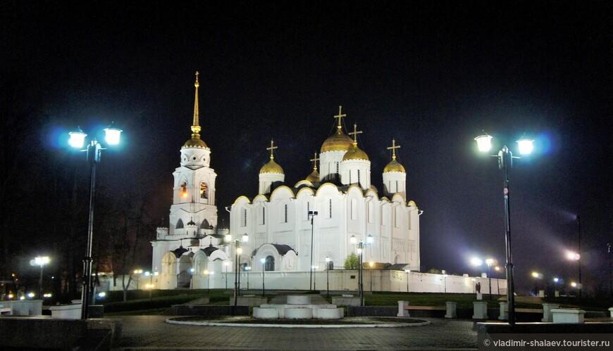 На Успенский собор — главный храм Владимиро-Суздальской Руси.
