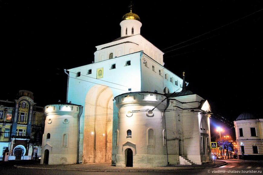 Золотые Ворота построены в 1164 году при владимирском князе Андрее Боголюбском. Помимо оборонных целей ворота имели также и триумфальный смысл. Они оформляли парадный вход в самую богатую княжеско-боярскую часть города.
