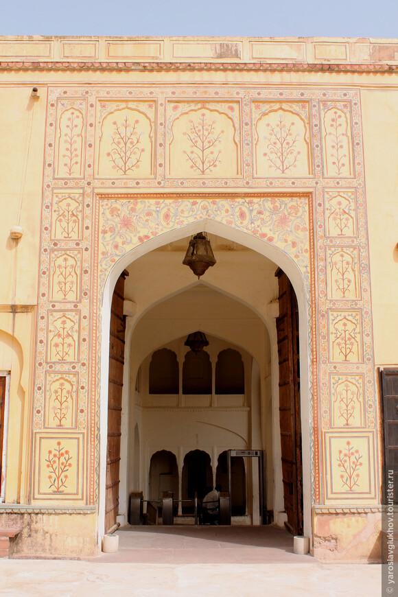 Детали здания храма Шила Деви.