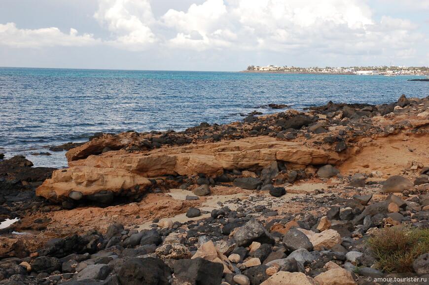 Суровый берег острова.