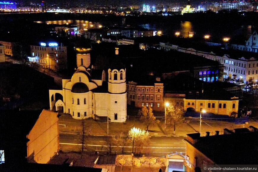 Церковь во имя Казанской иконы Божией Матери в конце Зеленского сьезда при выходе его на Рождественскую улицу.