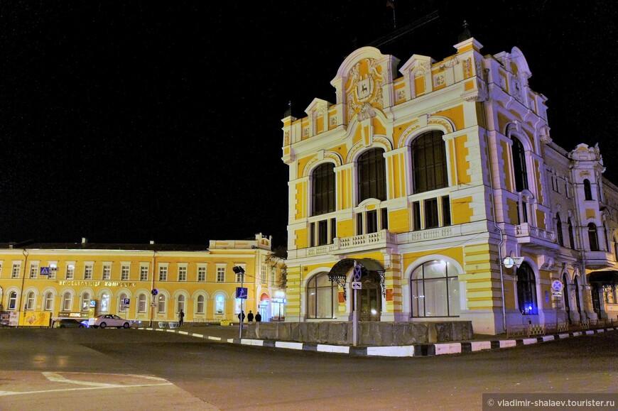 Бывшее здание Городской Думы. Стоит в начале Большой Покровской улицы.