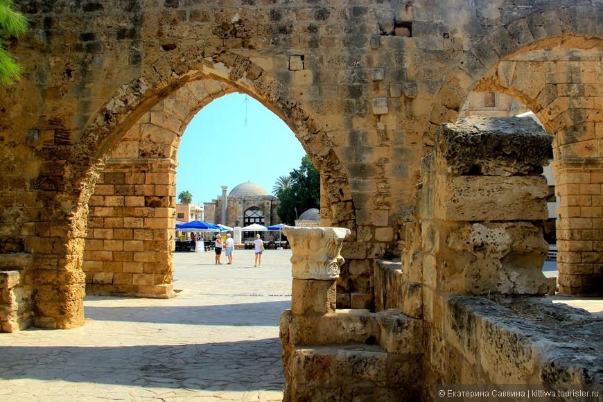 """Как сказал нам экскурсовод с именем Одиссей: """"Правили Кипром все кому не лень. Отсюда и родилась пословица: Пришел в Кипр - спасибо, ушёл - большое спасибо!"""""""