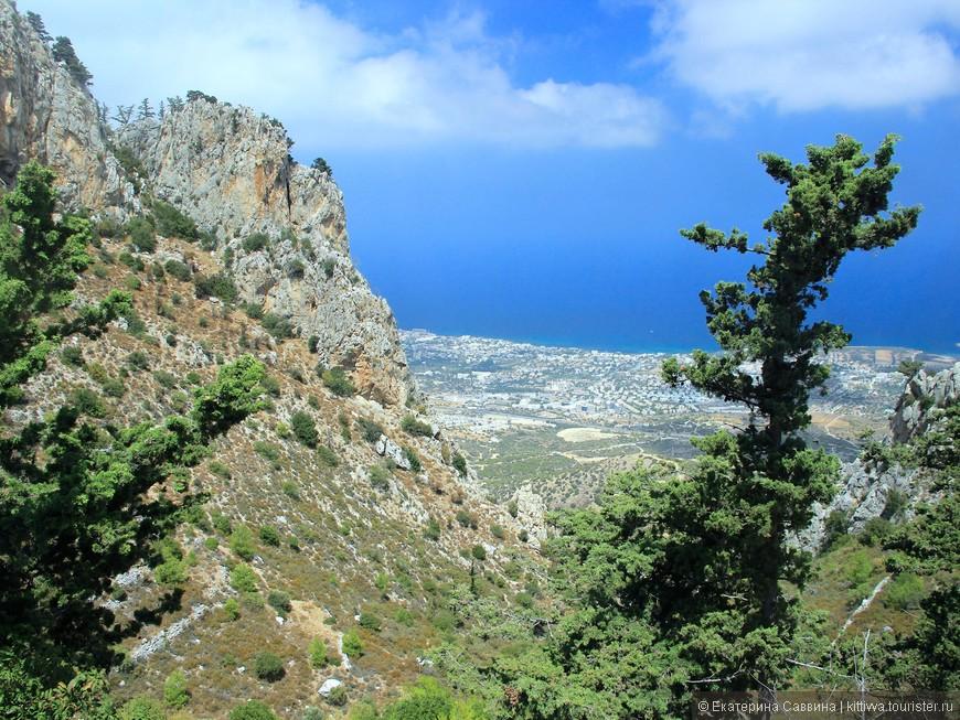 По пути к замку Святого Иллариона, неподалеку от Кирении