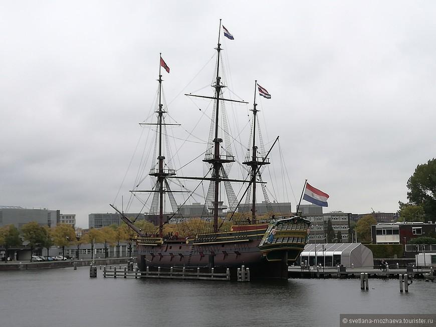 """Копия шхуны """"Амстердам"""", построена в 1985-1990 году."""