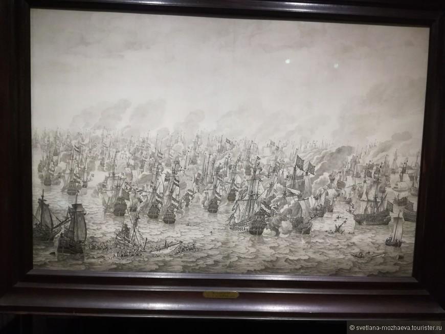 Коллекция живописи позволяет углубиться в тактику морских сражений.