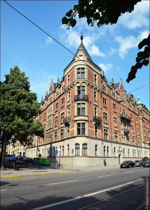 Сколько же здесь великолепных помпезных зданий, сочетающих в себе элементы арт-нуво и шведского национального романтизма.