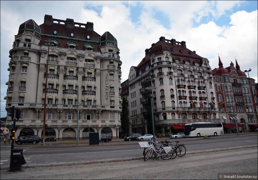 Первое здание - отель Эспланад, второе - отель Дипломат. Роскошные отели разместились в элегантных особняках ар нуво.
