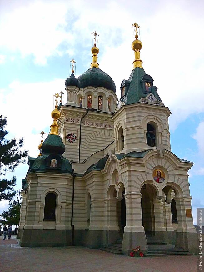 Храм строили 4 года, и наконец 4 октября 1892 года его освятили. Через 6 лет после освящения, отмечая десятую годовщину великого спасения российского императора Александра III, храм посетили император Николай II и Александра Фёдоровна.