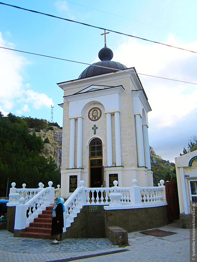 В 2003 году на Ласпинском перевале установлена часовня в честь 2000-летия Рождества Христова (архитектор Георгий Саркисович Григорьянц).