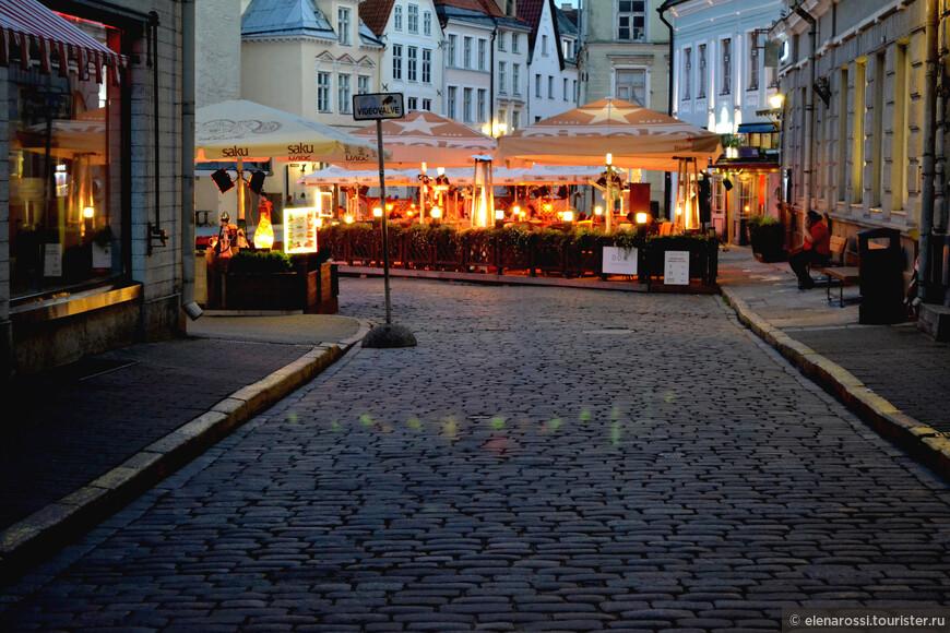 """""""Наверно, я сентиментален. Я так хочу вернуться в Таллинн и лечь у вышгородских стен. Там доброе средневековье колдует людям на здоровье — и дух не алчет перемен. Верные слова поэта  """"И дух не алчет перемен""""..."""