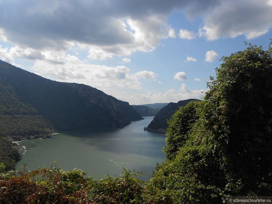 Джердапское ущелье — ущелье на реке Дунай, наиболее узкая часть которого известна как Железные ворота.