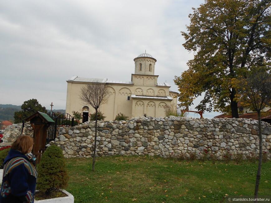 Арилье - Церковь Святого Ахиллия