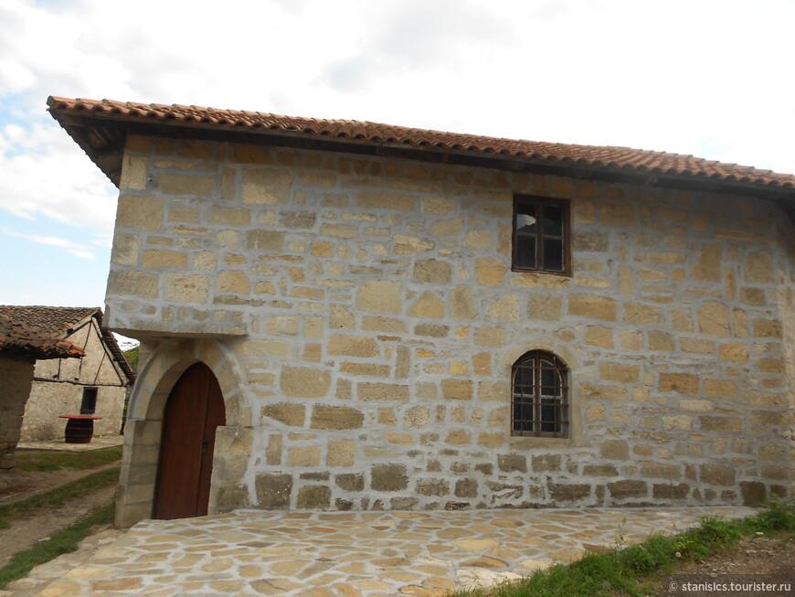 ''Раячке пимнице'', уникальный архитектурный комплекс винных погребов в Неготинском виноградарском крае.